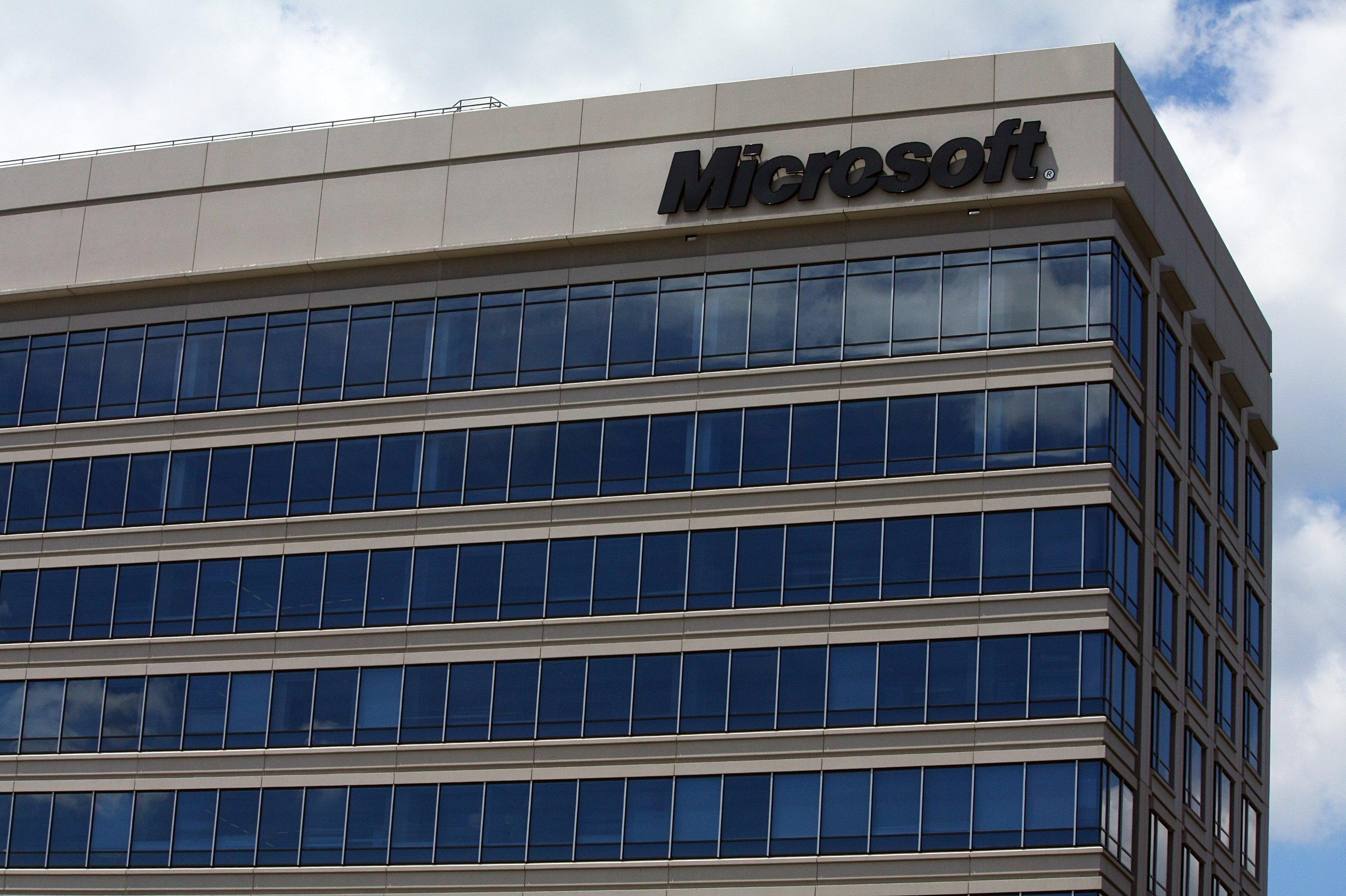 Microsoft won't hit Windows 10 '1 billion' deadline
