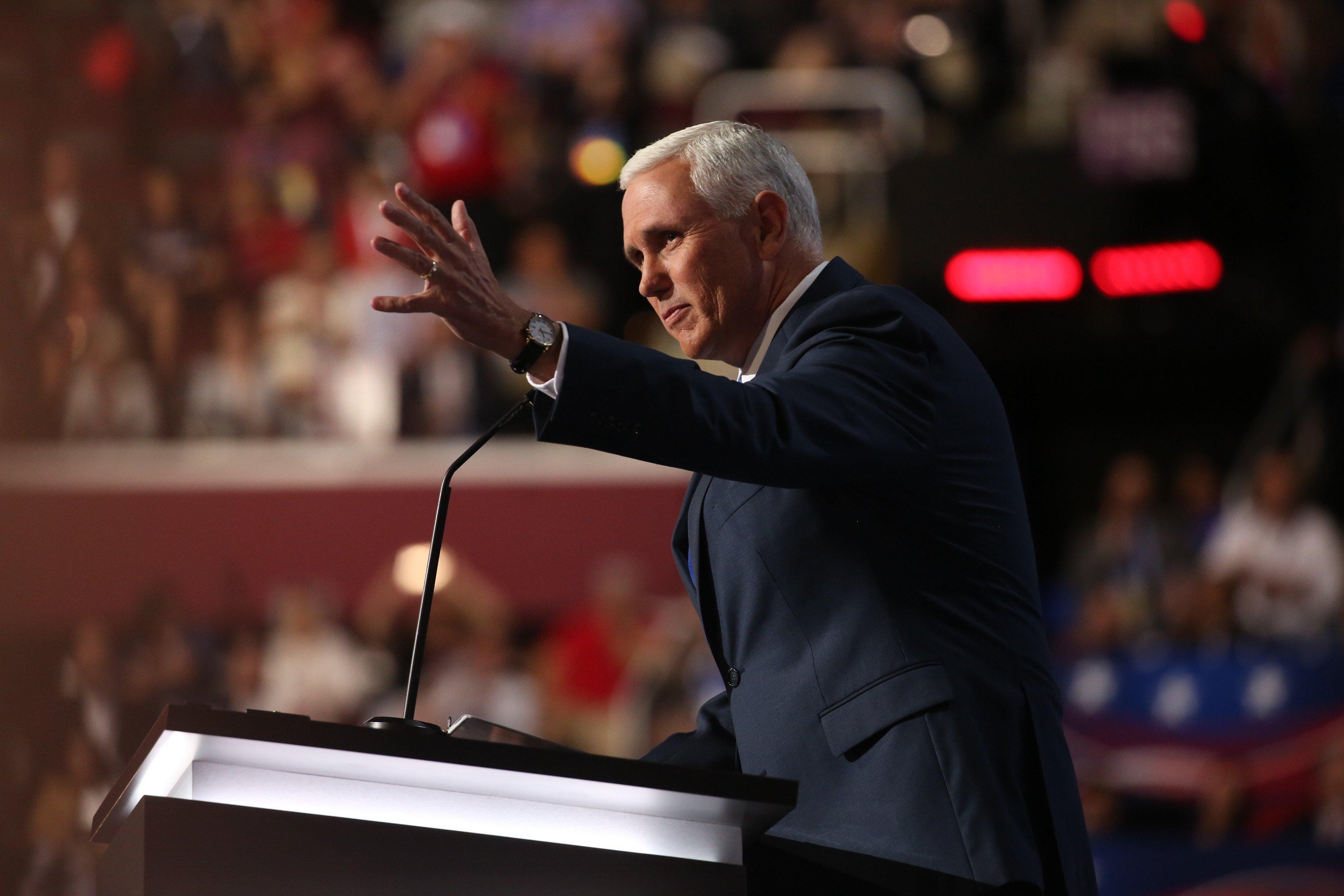 Kaine, Pence prepare for undercard debate