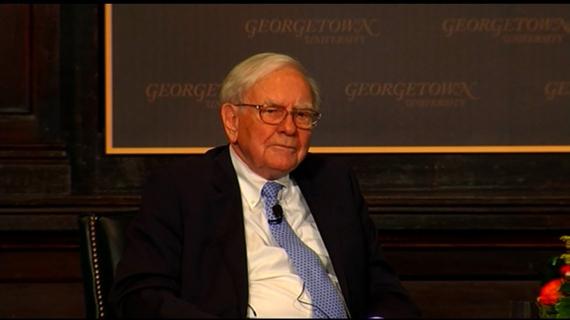 Buffett says Trump wrong on his taxes