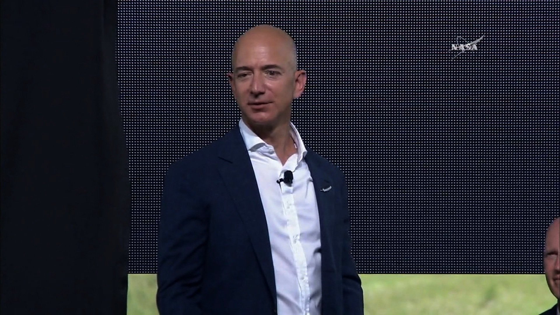 Bezos on Thiel: 'Contrarians are usually wrong'
