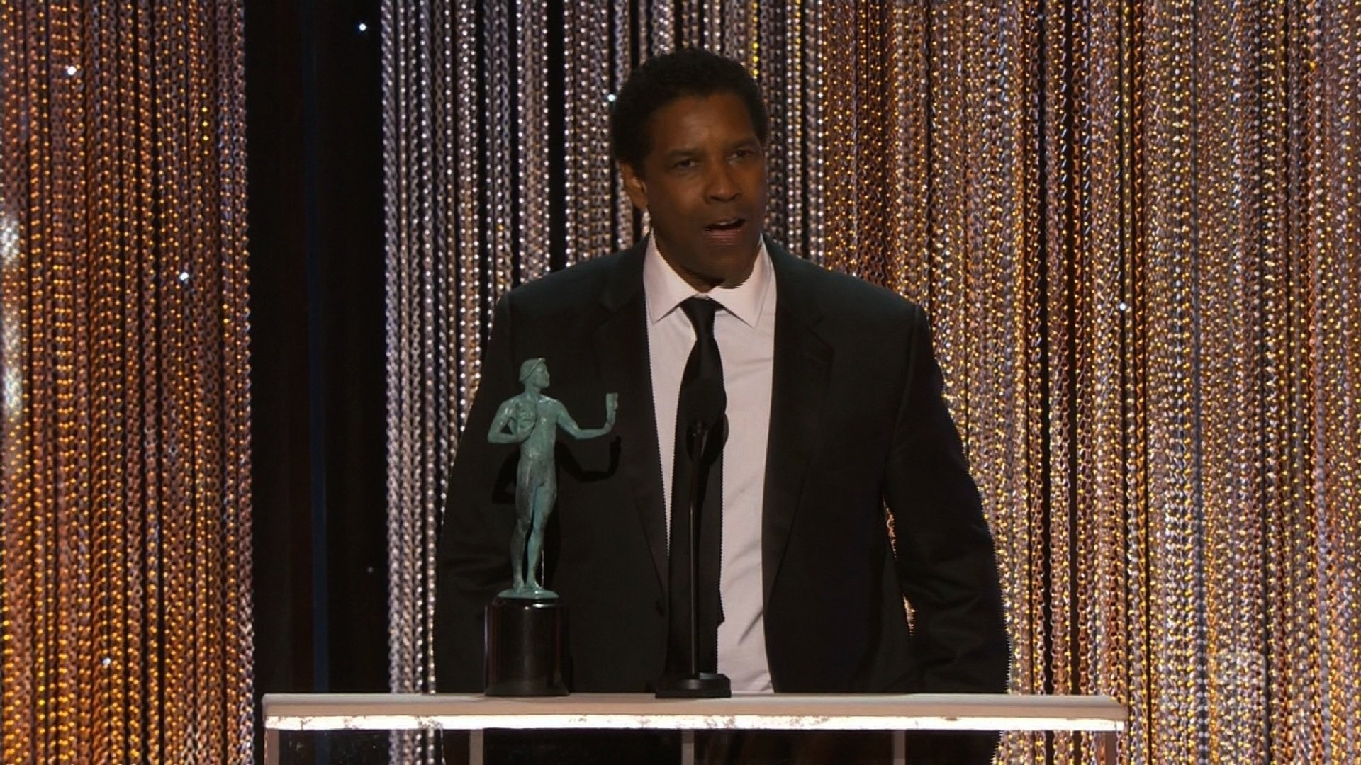 Actor Denzel Washington wins outstanding performance by an actor in a leading role at the 2017 SAG Awards