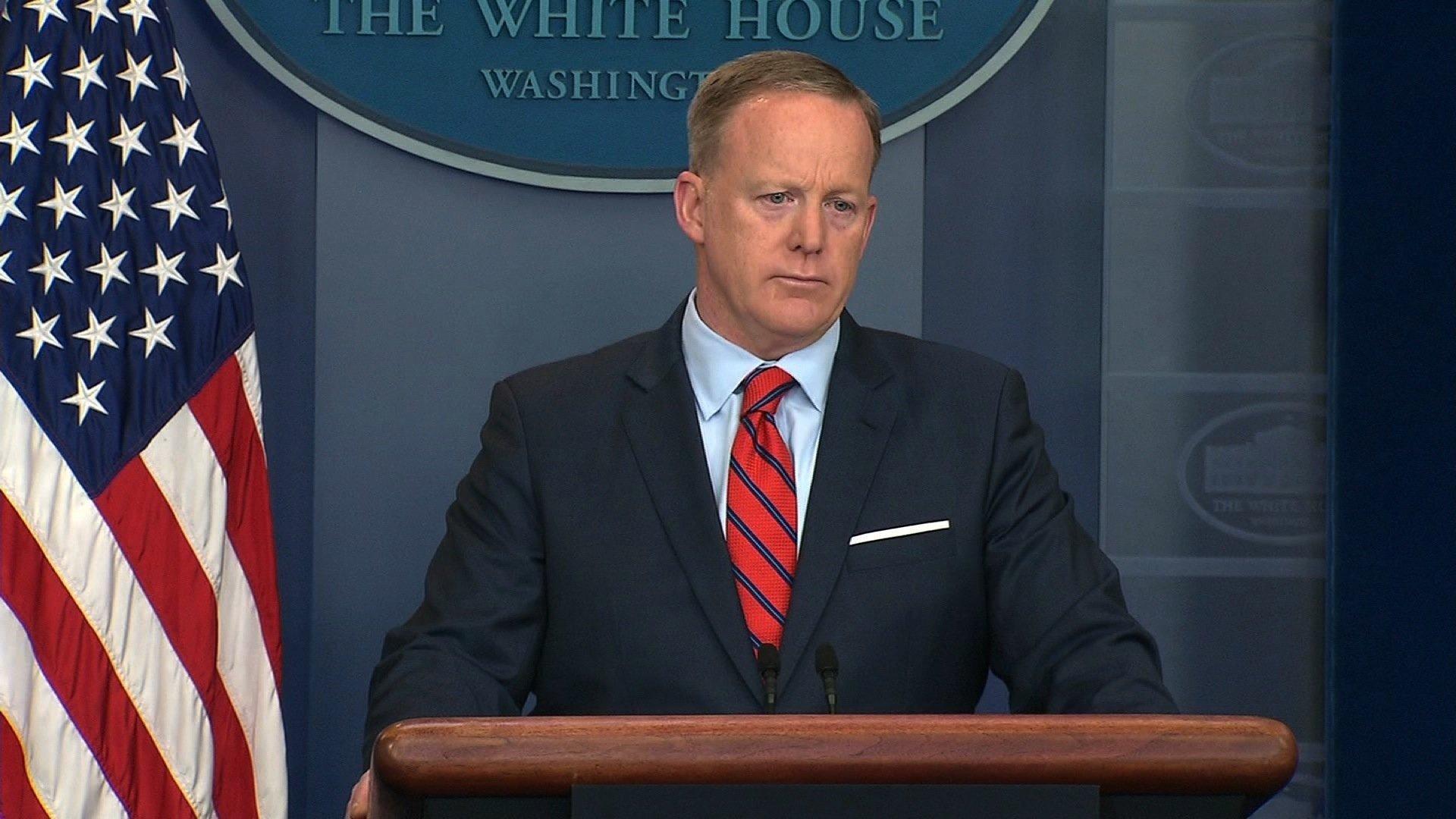 Spicer apologises for Hitler remarks