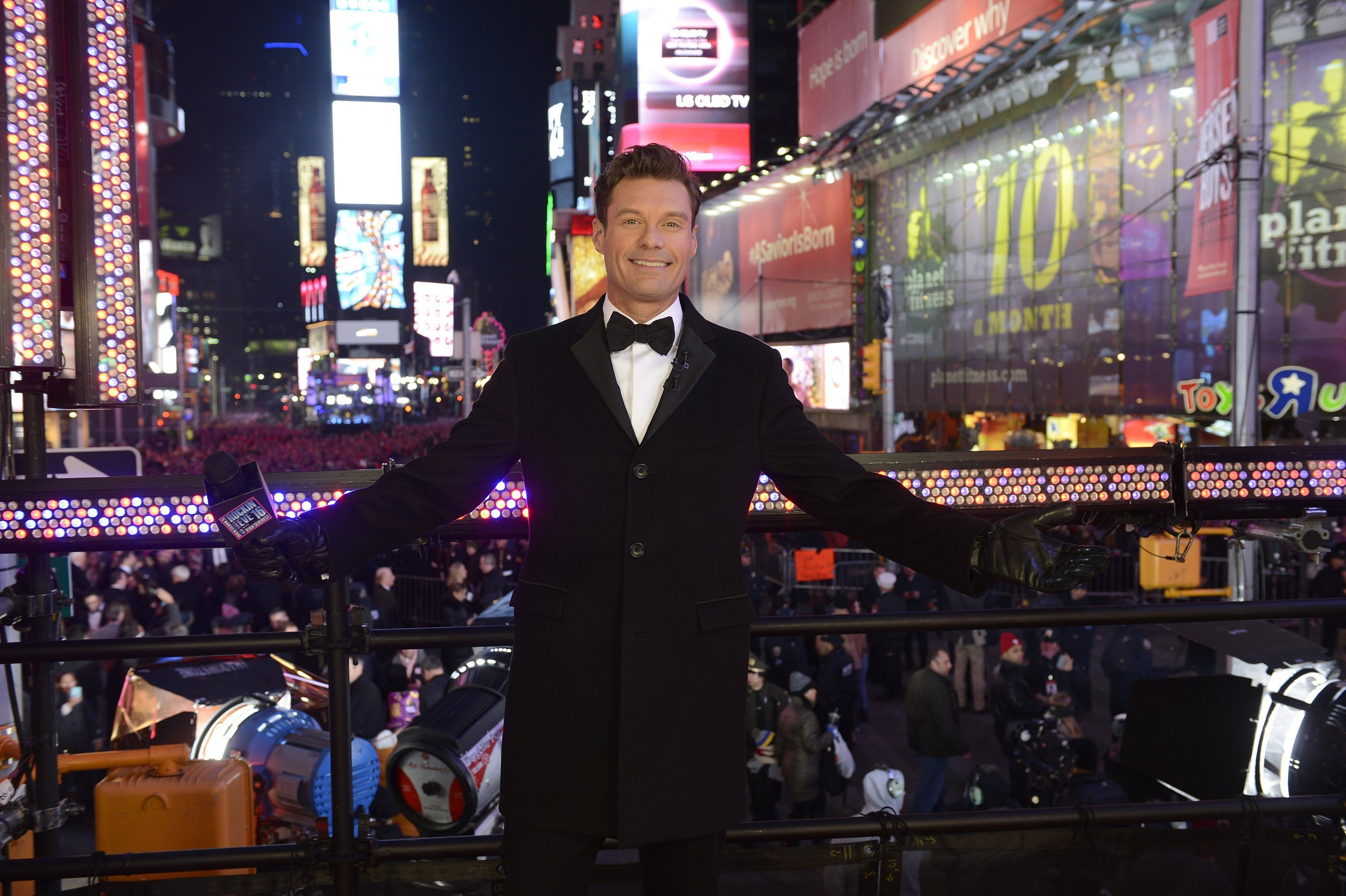 Ryan Seacrest Officially Joins Kelly Ripa As Co-Host Of 'Live'