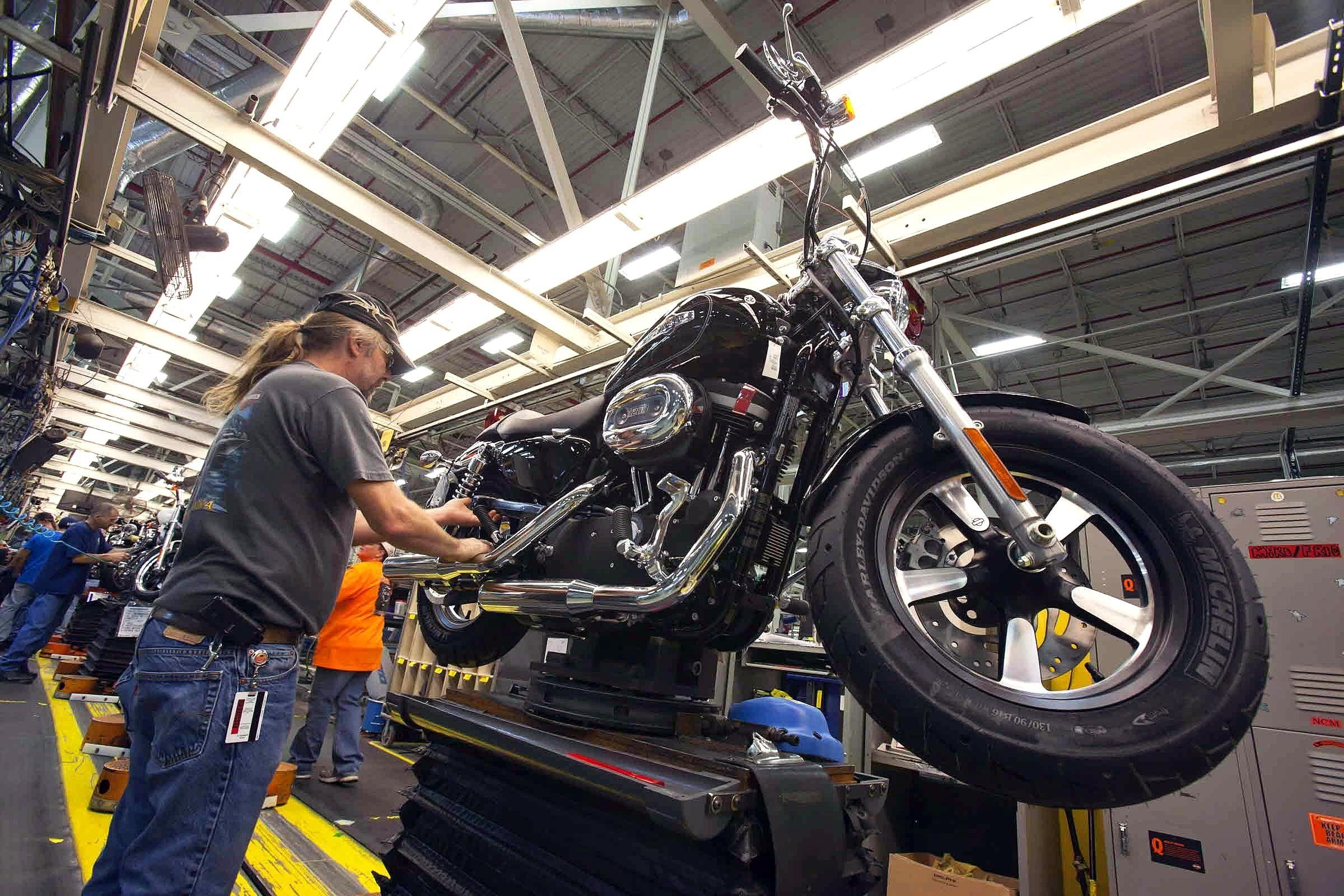 Harley-Davidson Q2 Profit Down, Tops Estimates; Cuts FY17 Forecast