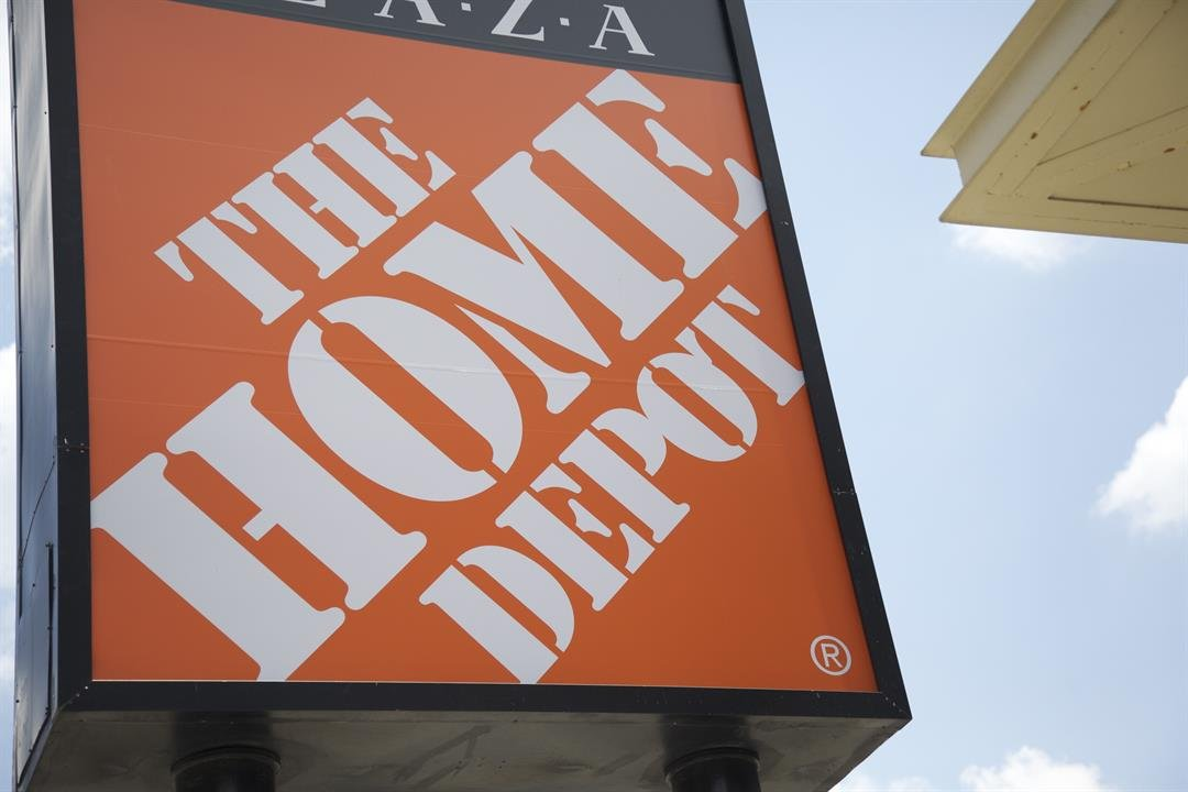 Home Depot reports higher revenue, beating expectations