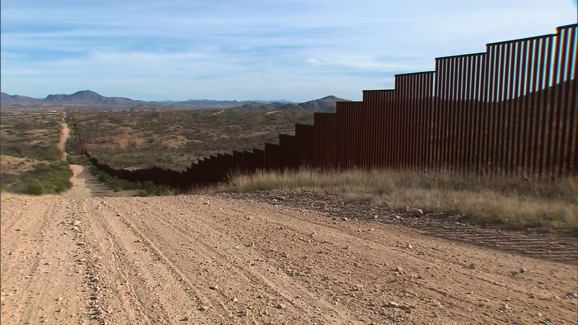 Trump stops in Arizona border town where illegal immigration plunged 82%