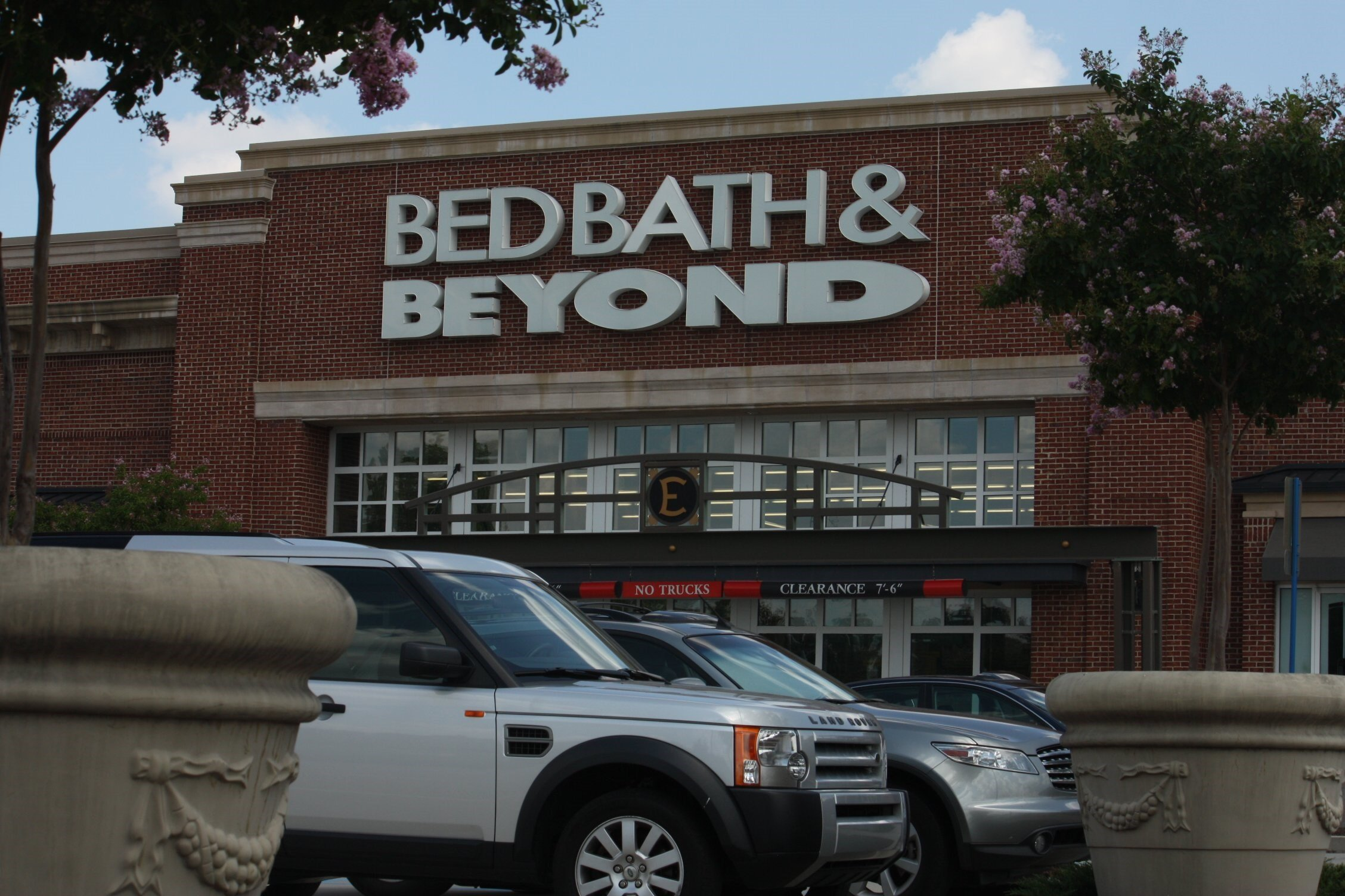Bed Bath & Beyond shares tumble after worse-than-expected sales