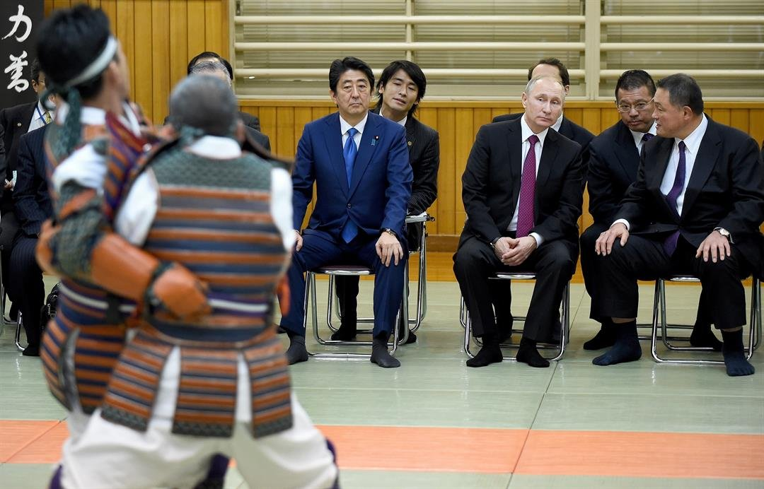 **This image is for use with this specific article only.**  Vladimir Putin and Shinzo Abe attended a demonstration at the Kodokan in 2016.  Credit: Toru Yamanaka/AFP/Getty Images