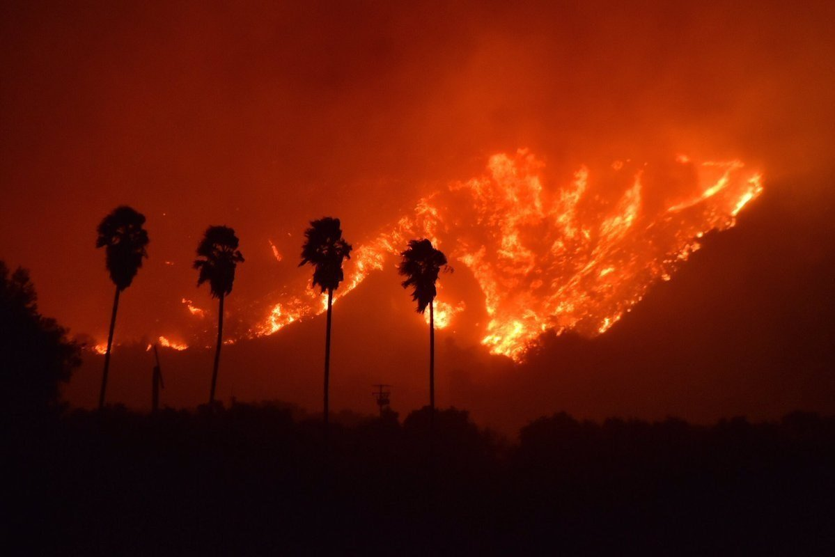 Brush fire explodes near Santa Paula, CA