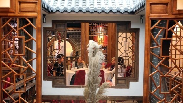 Chuan Ban, a restaurant originally run by the Sichuan government, was one of the first provincial restaurants to become popular with the public.