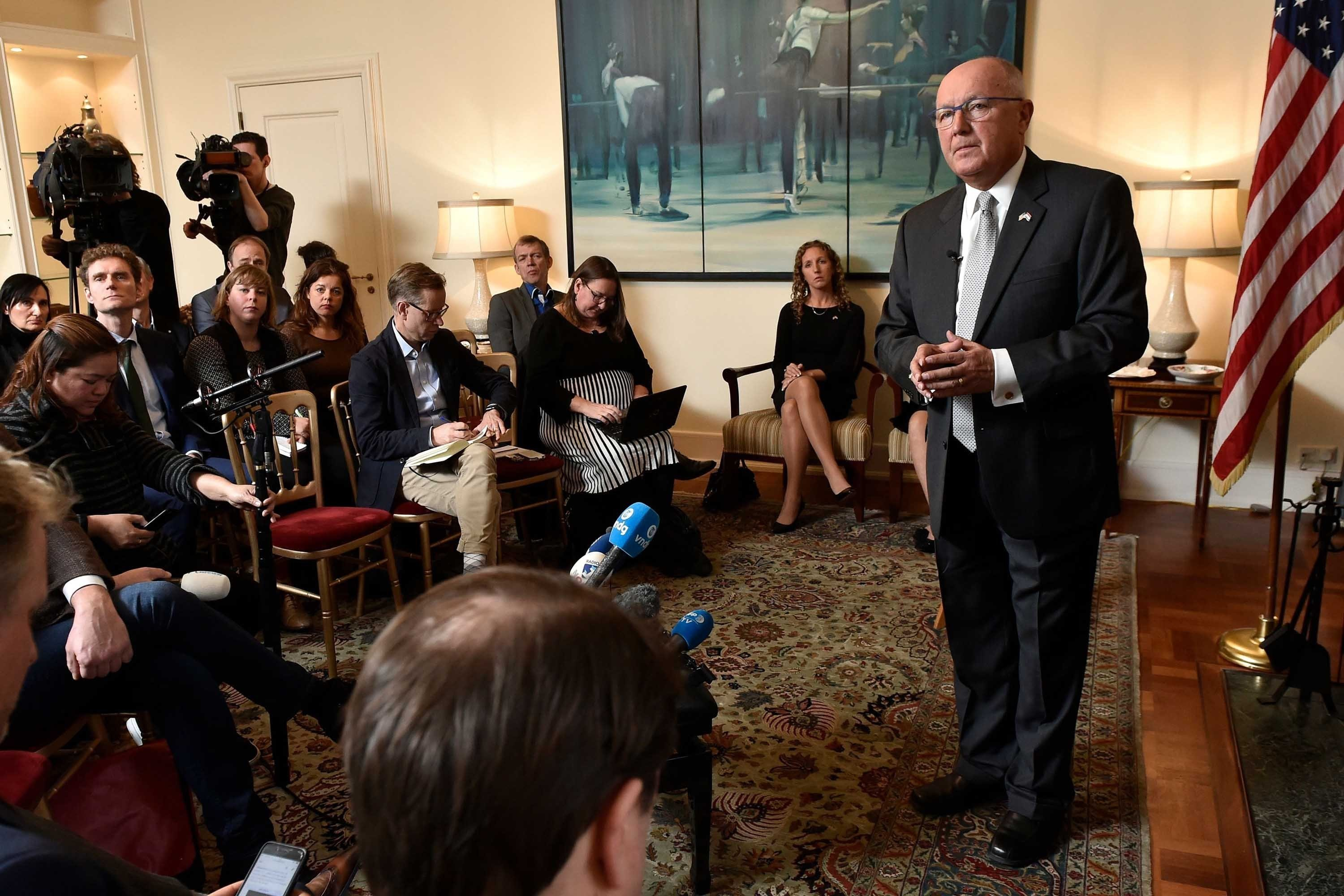 US Ambassador to Netherlands Clashes with Dutch Reporters Over Remarks About Muslims