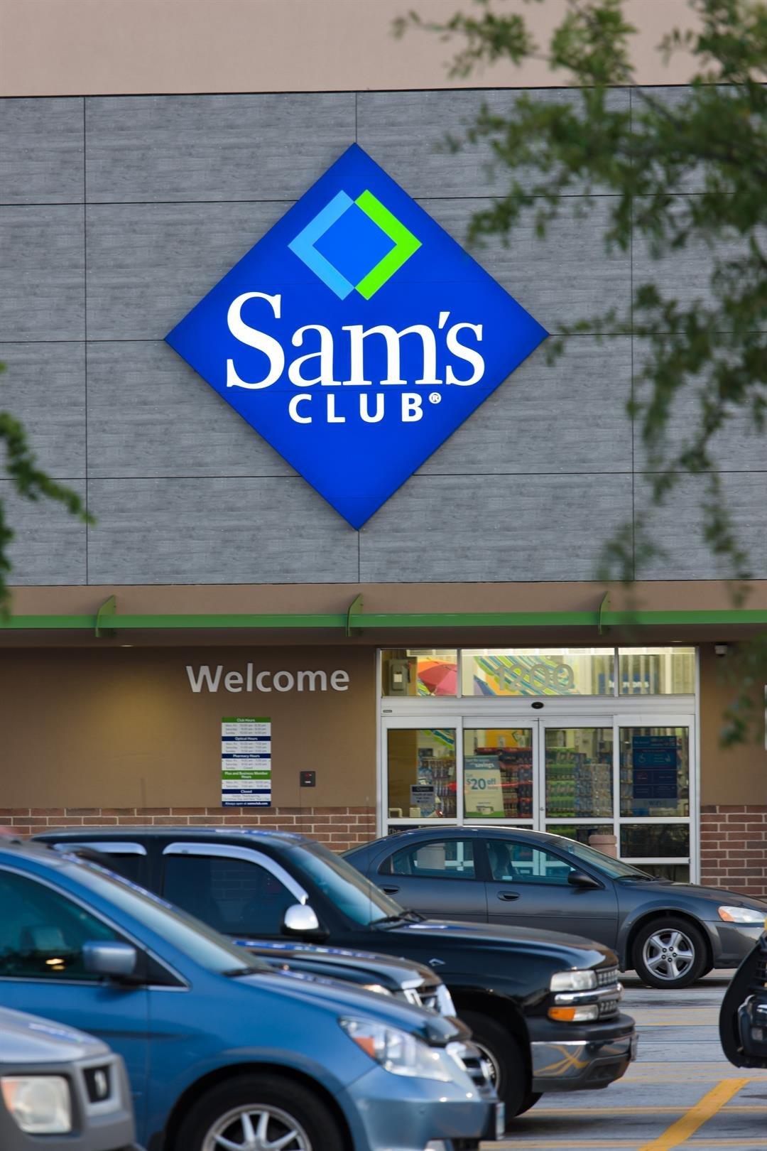 Sam's Club shut down multiple locations and some employees and customers say they did so without warning.