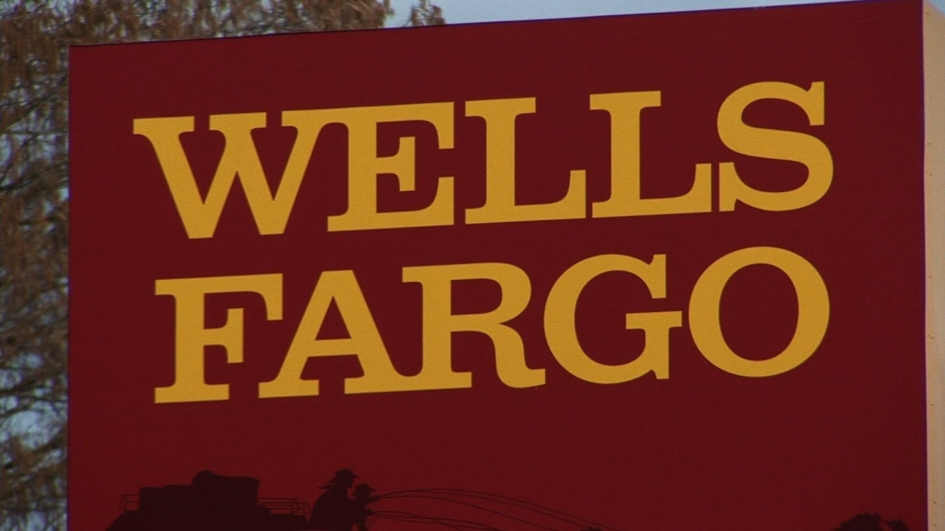 Wells Fargo plans to pull the plug on 800 more bank branches by 2020.