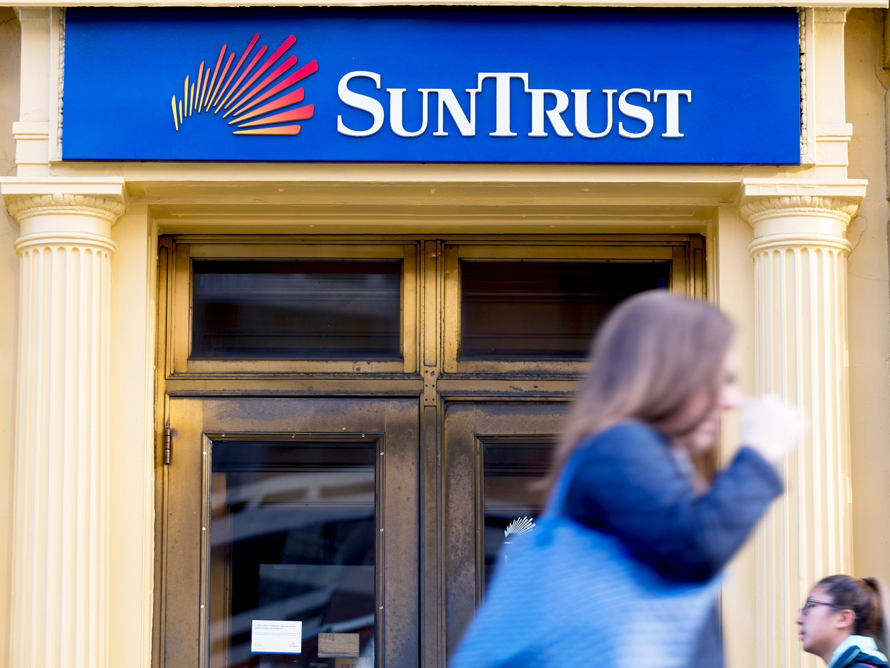 SunTrust says ex-employee may have tried to steal customer data