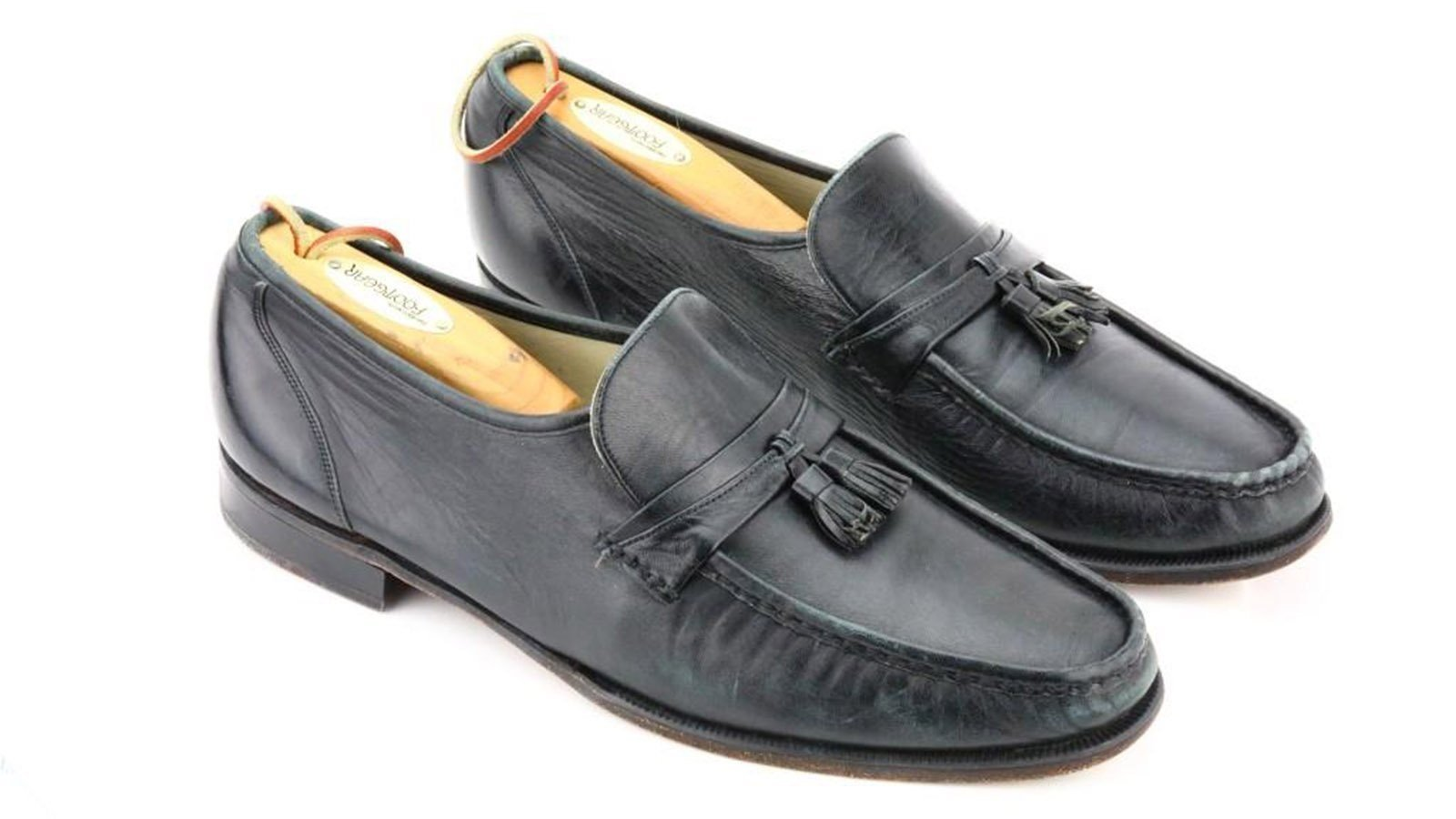 The black loafers that Michael Jackson used to perform his signature moonwalk for the first time on stage are going up for auction.