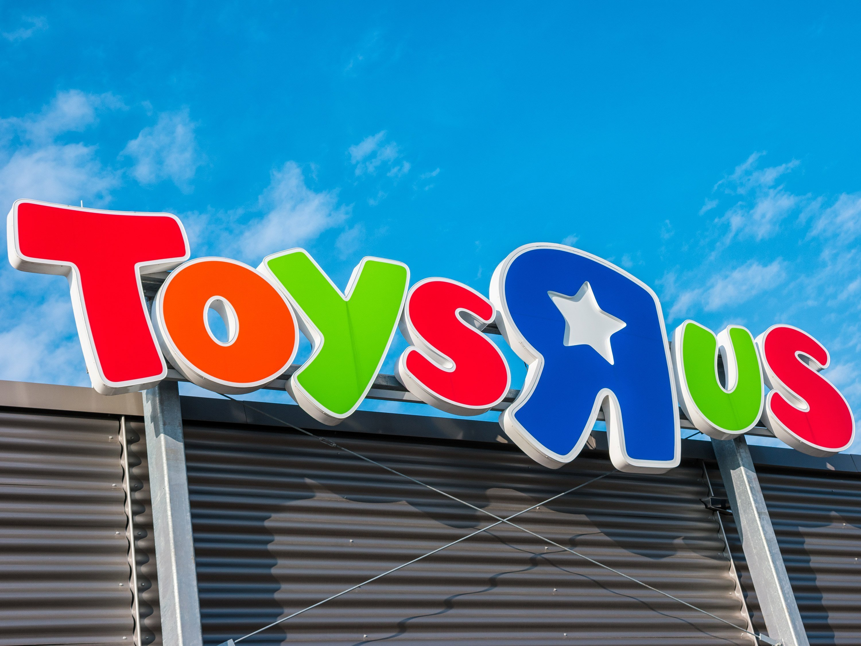 Hasbro blames Toys 'R' Us as sales sink