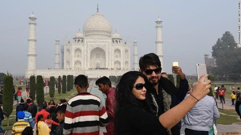 SC raps govt for Taj colour change