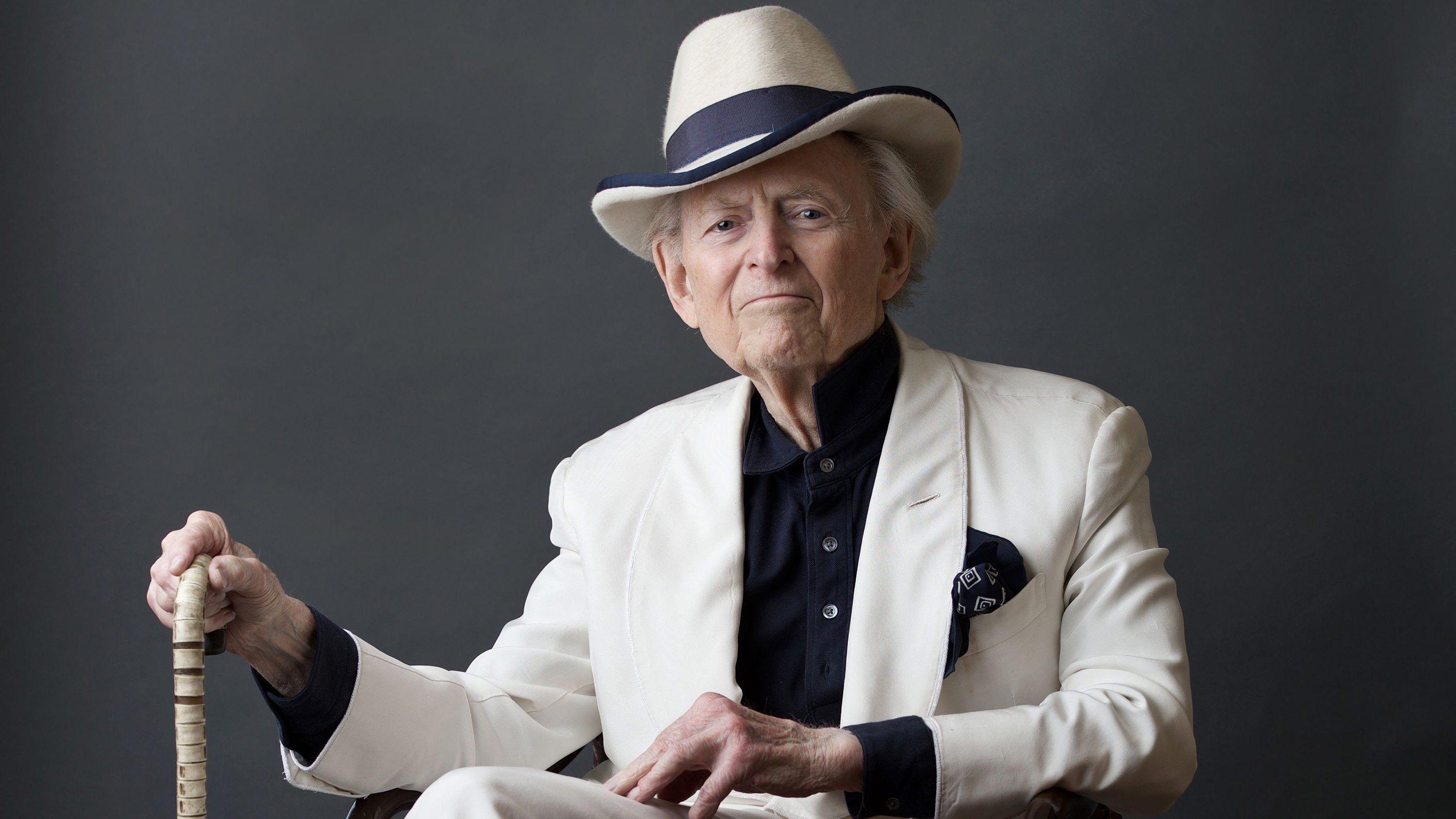 Maverick of United States  literature Tom Wolfe is dead aged 88