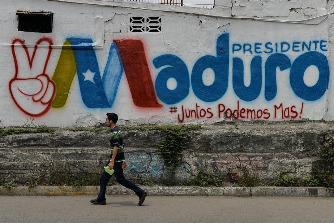Venezuela's Maduro plans to bring in Colombians to vote for him: Santos