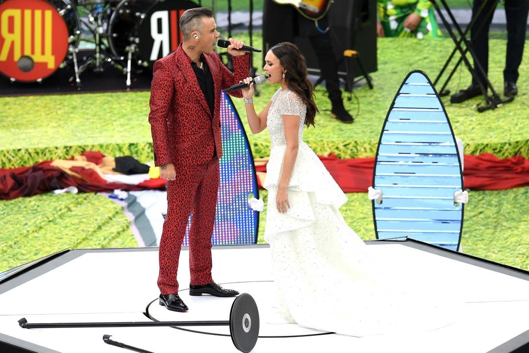 Robbie Williams and Aida Garifullina perform during the opening ceremony
