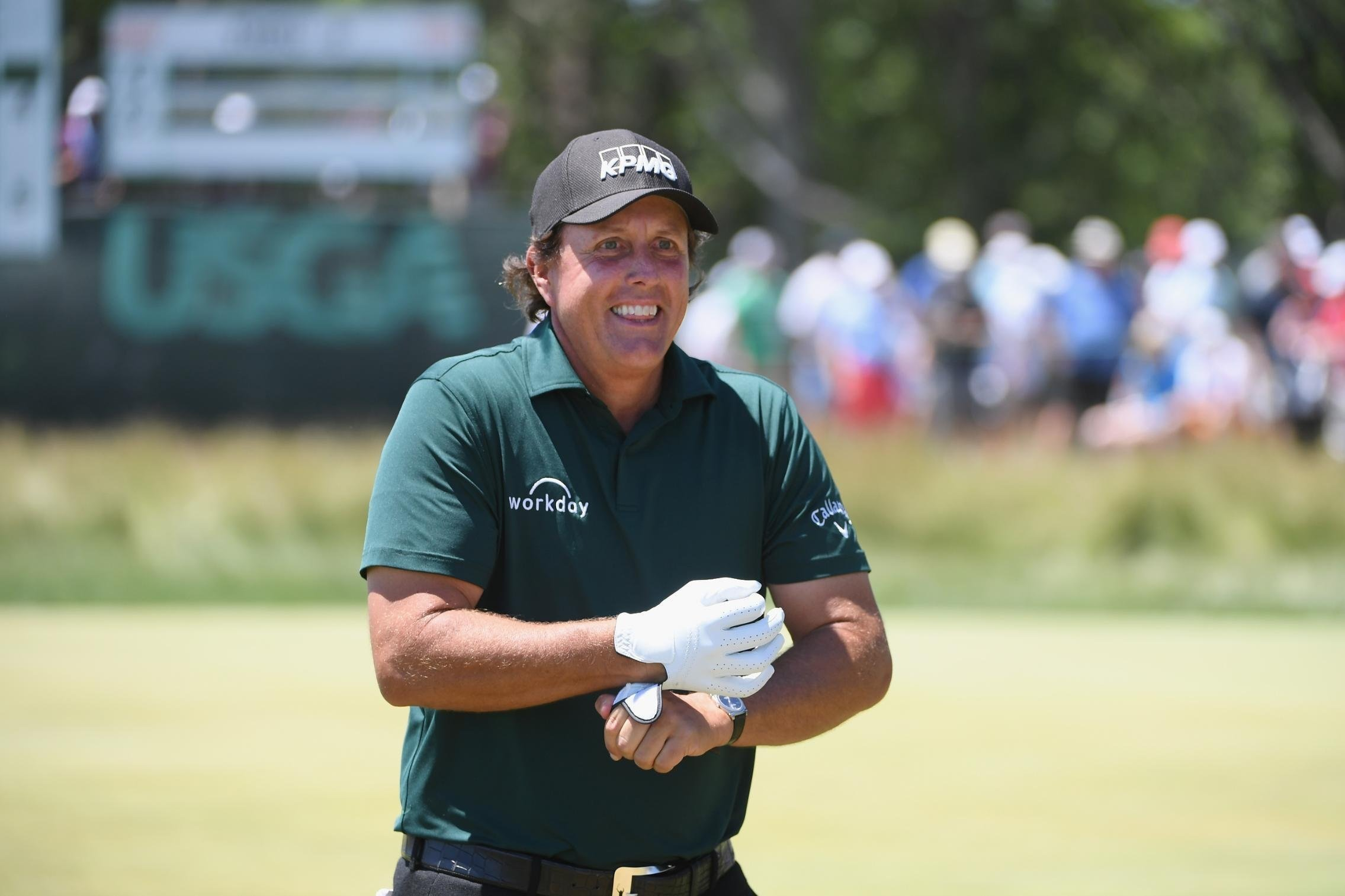 US Open: Phil Mickelson melts down, hits still-rolling ball