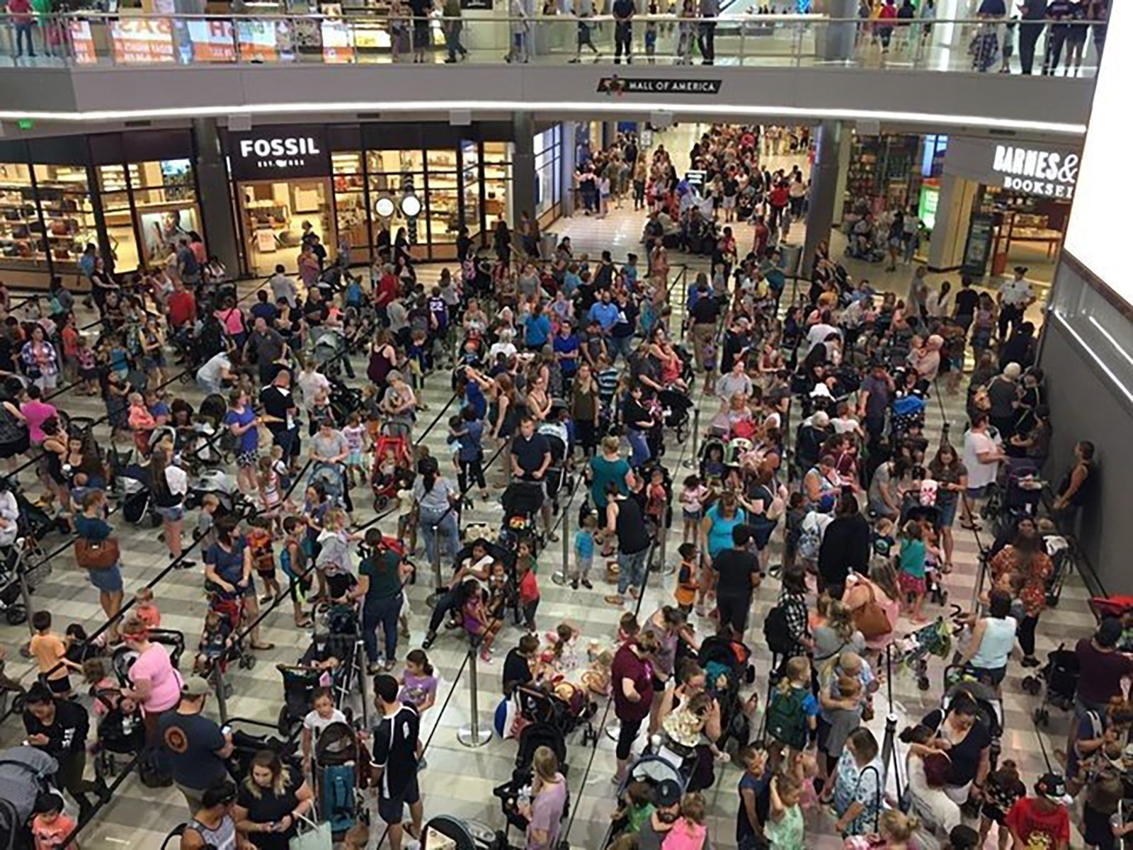 **Embargo Minneapolis - St. Paul**  The lines for Mall of America's Build-A-Bear Workshop are closed after large crowds flooded locations on Thursday.
