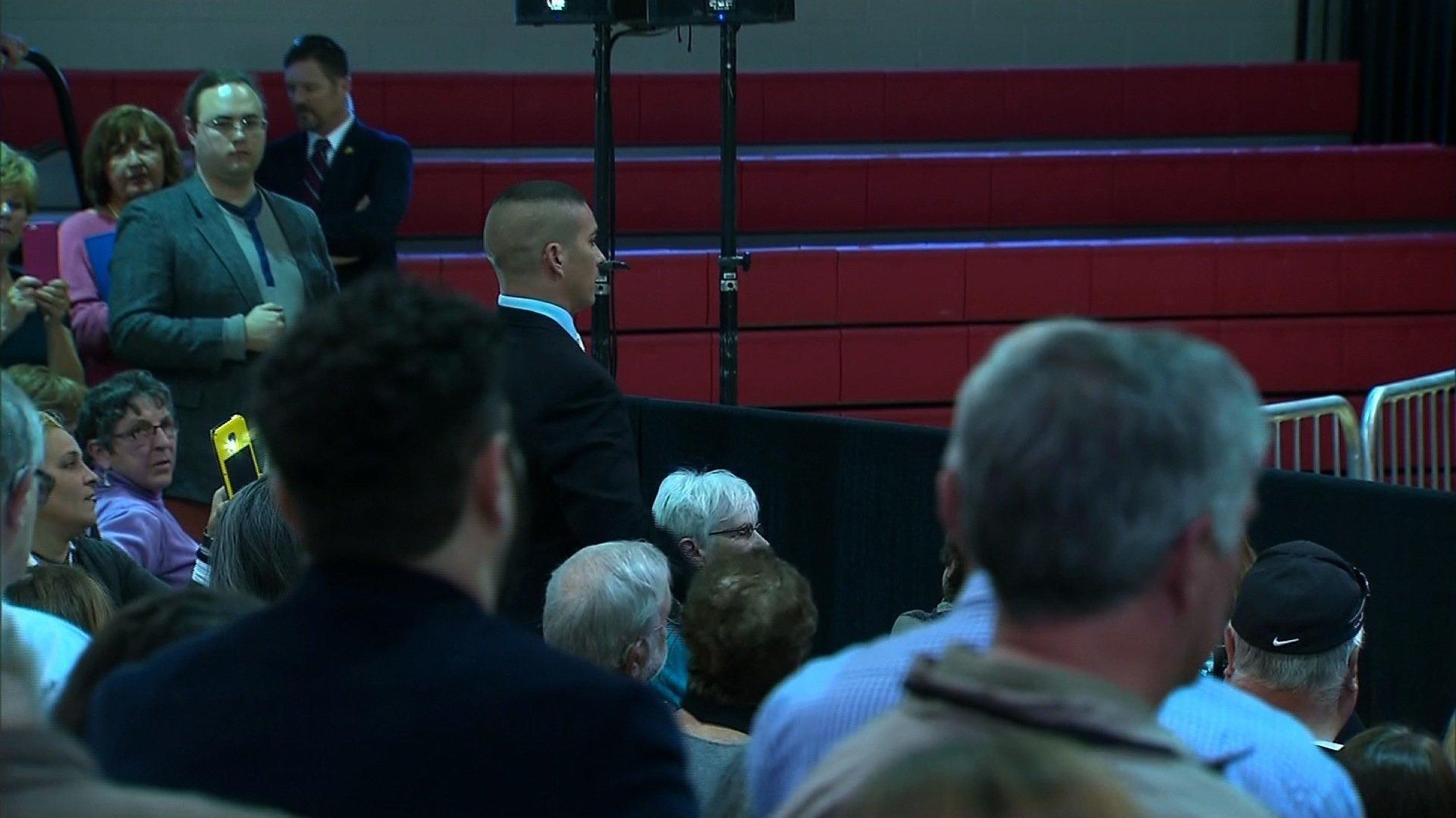 Veteran Interrupts Speech, Bill Clinton Snaps