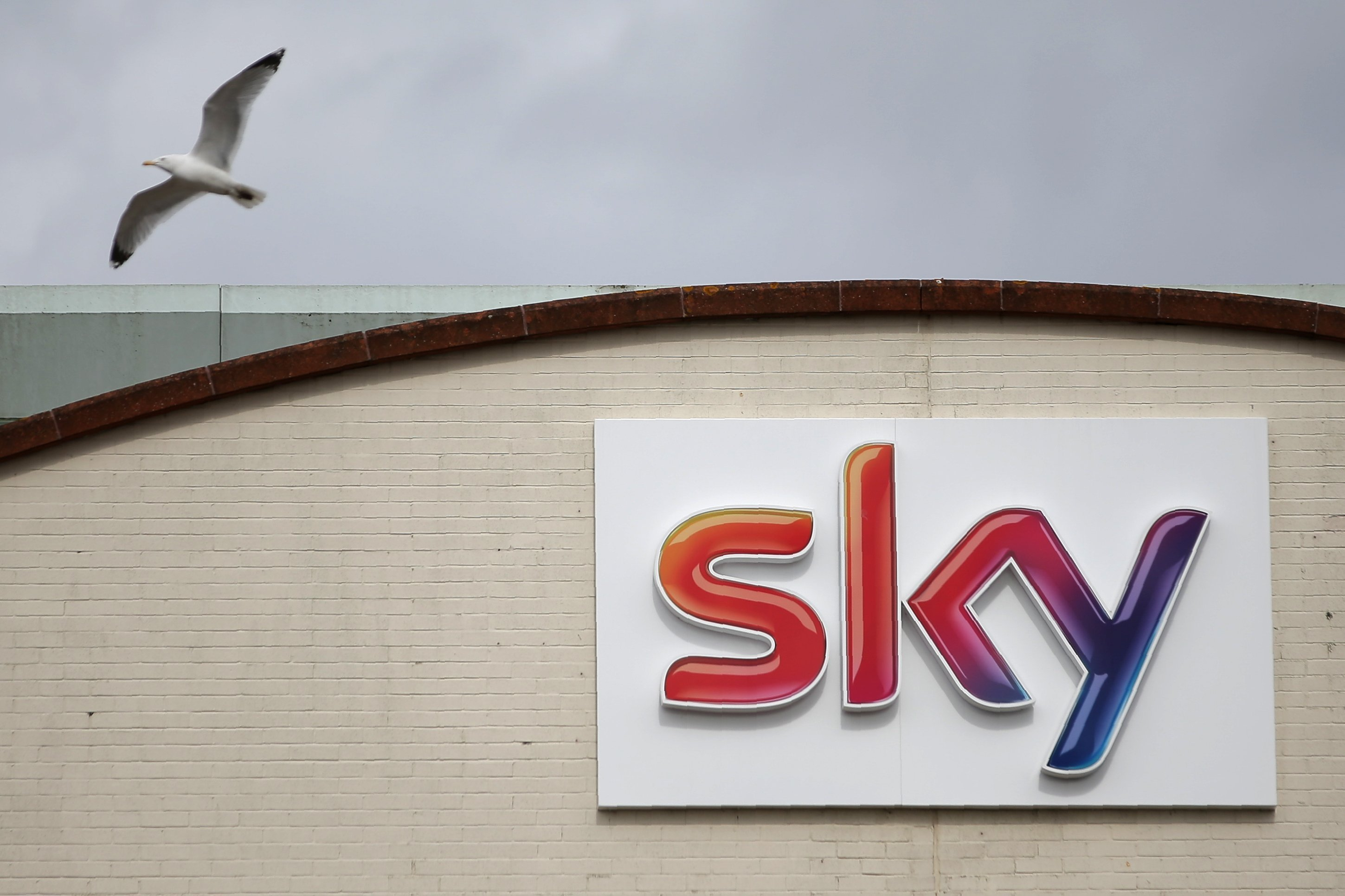Comcast has raised the stakes in the bidding war for Sky.