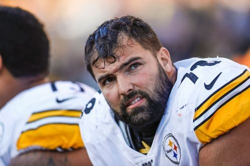 Pittsburgh Steelers' Alejandro Villanueva replaces Antwon Rose Jr.'s name on his helmet with the name of a slain veteran