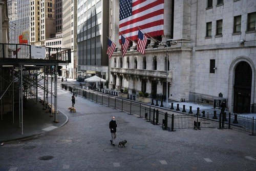 US stock futures volatile Thursday following record jobless clai